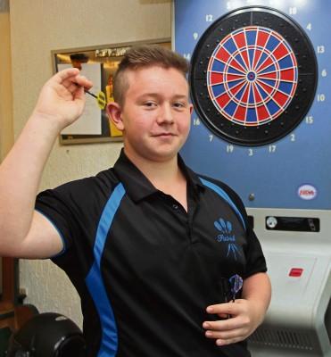 Nach Rang drei im vergangenen Jahr nimmt Patrick Sehrbrock nun den Titel bei der Deutschen Jugendmeisterschaft im E-Dart im September ins Visier. NN-Foto: MB