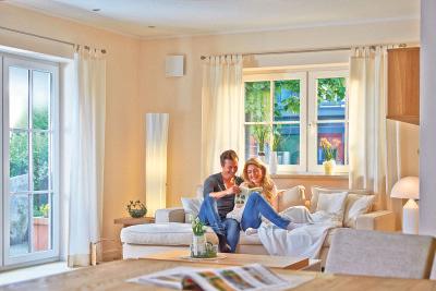 Zum Wohlbefinden in den eigenen vier Wänden gehört ein gesundes Raumklima. Eine kontrollierte Lüftung kann vor Feuchtigkeit und Schimmel schützen. Foto: djd/Marley