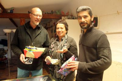 Stellten die Aktion vor: Jörg Möller und Nanni Wagner mit Burhan Mohammed NN-Foto: Marjana Križnik