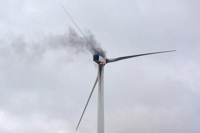 Rund 500 Liter Hydrauliköl brannten im Maschinenhaus der Windkraftanlage. NN-Foto: Rüdiger Dehnen
