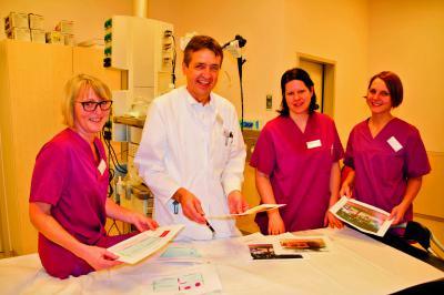 Hildegard Kleinen, Dr. Rüdiger Kerner, Verena van Hasselt, Anja Toubartz vom Endoskopie-Team am Marien-Hospital wollen helfen (v.l.). Foto: privat