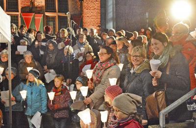 Die Besucher schätzen die besondere Atmosphäre beim Adventssingen. Foto: Stadt Goch