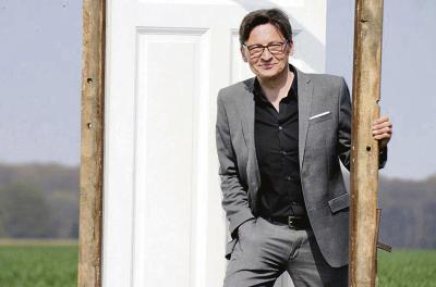 Kabarettist Stefan Verhasselt kommt am 3. September nach Alpen. Foto: Tina Hirop