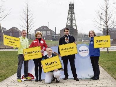 Jetzt anmelden für die Enni-Laufserie. Dafür werben(v.l.): Bernd Böing (AS Neukirchen-Vluyn), Lucie Raap (SV Sonsbeck), Karl-Otto Kambartel (MTV Moers), Stefan Krämer (Geschäftsführer ENNI Energie & Umwelt Niederrhein) und Adelheid Gehrmann (TuS Xanten) Foto: nno.de
