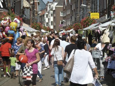 """Händler aus den Niederlanden und Deutschland bieten ihre Produkte bei dem großen Markt """"Schinkemerret"""" an. Foto: privat"""