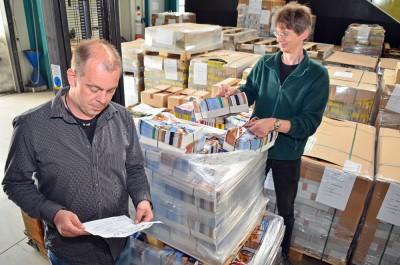 Die Mitarbeiter der Niederrhein Nachrichten Logistik organisieren die Verteilung von wöchentlich, durchschnittlich 300.000 Zeitungen und bis zu 2 Mio. Beilagen (durch ca. 760 Zusteller).