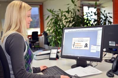 Die eigene Grafik-Abteilung gestaltet wöchentlich mehr als 400 Anzeigen.