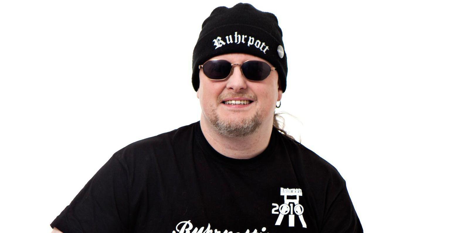 comedian mit mütze