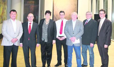 Beim ersten Besuch im Landtag v.l. Markus Skeide (stellv. Vorsitzenderder Bürgerinitiative), Norbert Meesters (SPD), Gudrun Zentis (Grüne), Torsten Schäfer (Schriftführer), Hermann Norff (Beirat), Wilhelm Fischer (Vorsitzender) und René Schneider (SPD). Foto: nno.de