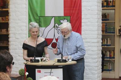 """Erstmals bildete eine Lesung der Preisträgerin zusammen mit """"ihrem"""" Autor Bora Ćosić das """"Herzstück"""" der Preisverleihung im Straelener EÜK."""