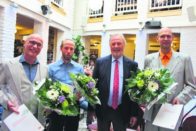 Dr. Fritz Behrens übergab den Straelener Übersetzerpreis 2017 an Frank Heibert (l.) und Hinrich Schmidt-Henkel (r.) sowie den Förderpreis an Thomas Weiler (2.v.l.). NN-Fotos: Nina Meyer