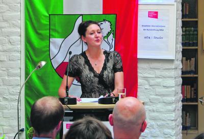 Rebekka Kricheldorf, Dramaturgin und Übersetzerin, hielt die Laudatio auf die drei Preisträger.