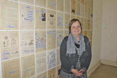 eronika Radulovic vor ihrer Lebensmittel-Weltkarten-Wand. NN-Foto: Sabrina Peters