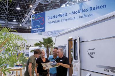 """Die """"StarterWelt - Entdecke Camping & Caravaning"""" ist sowohl für Neueinsteiger als auch für begeisterte Caravaner die perfekte Anlaufstelle auf dem diesjährigen Caravan Salon. Fotos: Messe Düsseldorf"""
