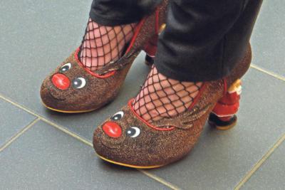 Mit dem passenden Schuhwerk kann die Vorweihnachtszeit kommen! NN-Foto: Rüdiger Dehnen