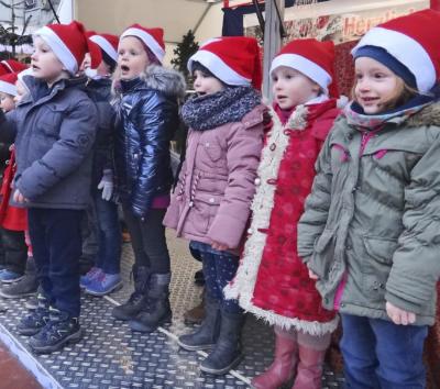 Auch die Weezer Kinder beteiligen sich an der Gestaltung des Bühnenprogramms auf dem Weezer Weihnachtsmarkt. Foto: privat