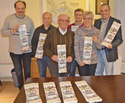 Sie hoffen, dass der Kalender ein Erfolg wird:  Dieter Frerix, Georg Drißen, Herbert Janßen, Willi Düngelhoef, Elisabeth Verhoeven und Markus Schink (v.l.) . Foto: privat