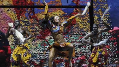 Afrika! Afrika!: Über fünfzig Tänzer, Musiker, Akrobaten und Artisten aus vielen verschieden Ländern werden die Besucher der Show in Essen begeistern. Foto: Dragan Mieusnic